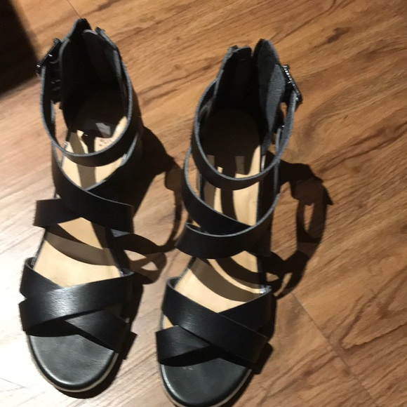 24ab71c94a7f4 Black sandals with straps